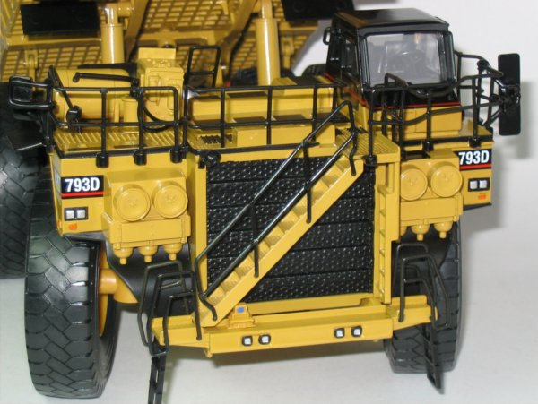 Miniature Construction World Caterpillar 793d Mining Truck